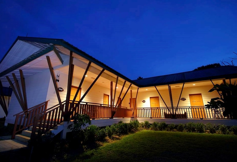 Nature Lodge Sepilok, Sandakan, Front of property - evening
