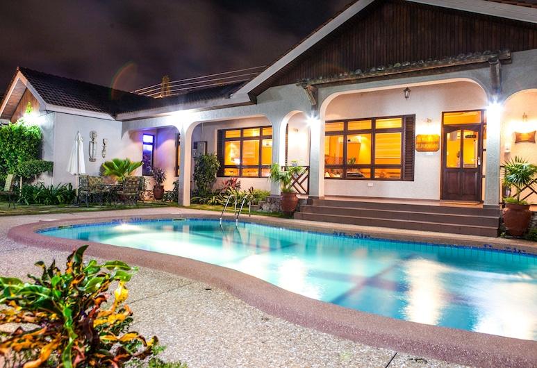 Mahogany Lodge & Annex, Accra, Cortile