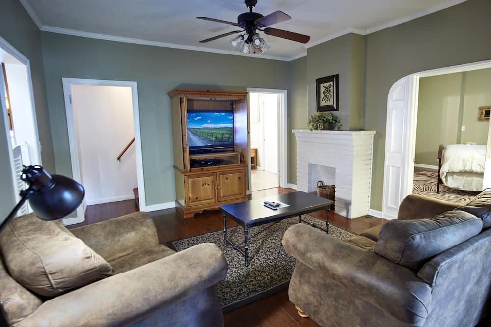 Māja, trīs guļamistabas, virtuve, skats uz dārzu - Dzīvojamā istaba