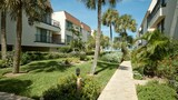 Choose This Mid-Range Hotel in Holmes Beach