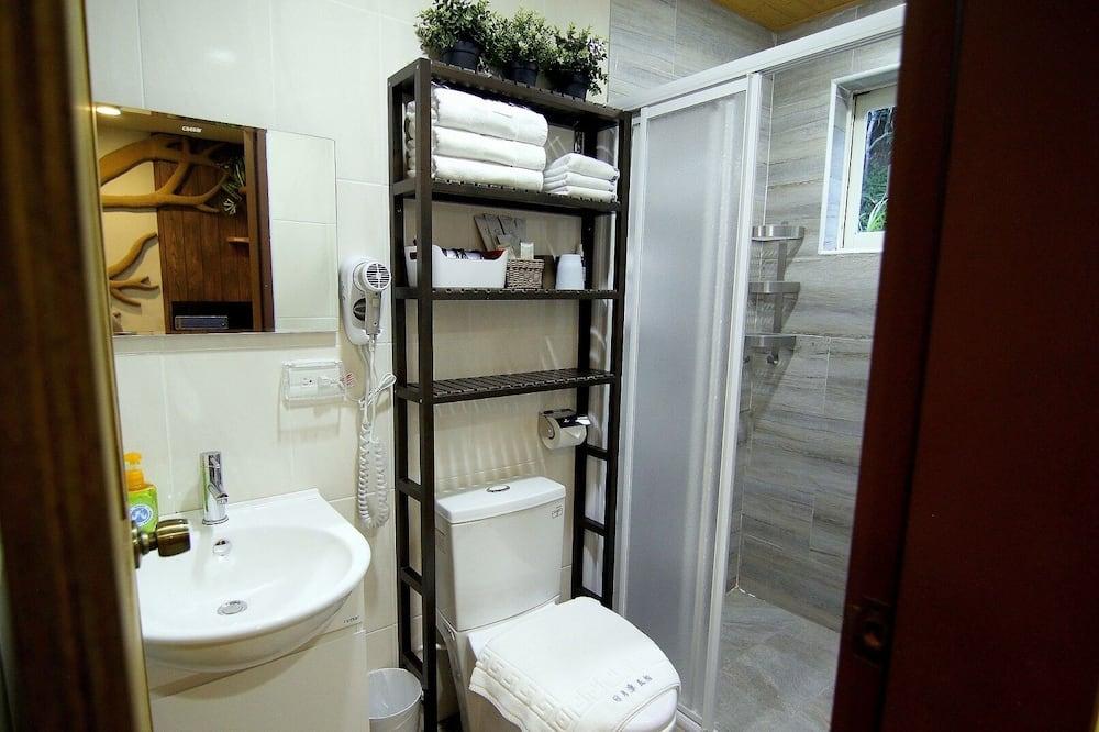 Triple Room, Multiple Beds, Ensuite, Tower - Bathroom