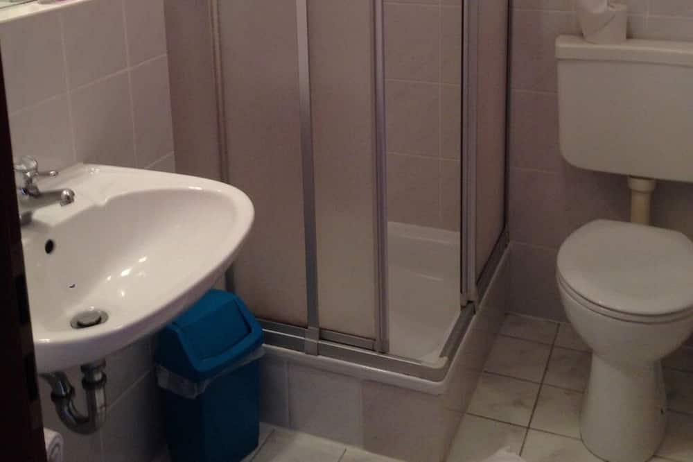 Dubbelrum eller tvåbäddsrum - eget badrum - Badrum