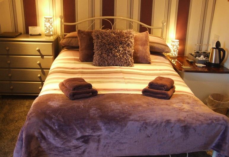 Coach Guest House, Tenby, Standard-Dreibettzimmer, Zimmer