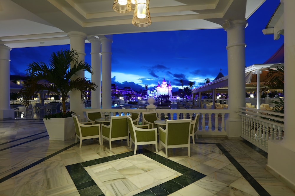 Luxury bahia principe fantasia all inclusive punta cana for Hotel luxury quan 6