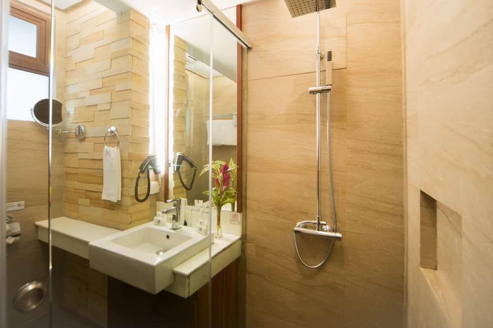 Családi szoba, több ágy - Fürdőszoba