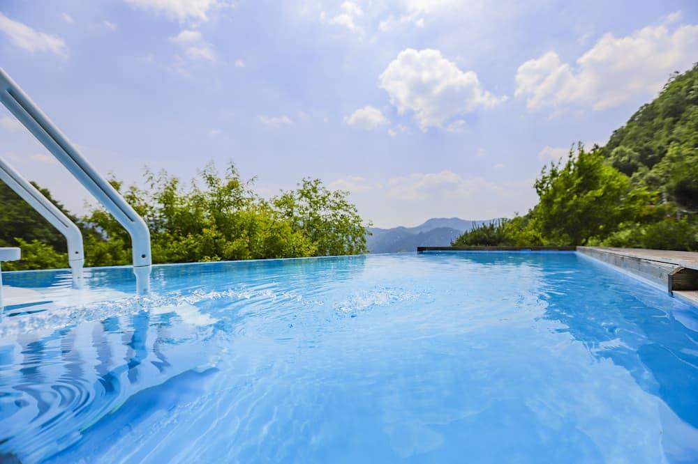Premium poolvilla - pool house (room1 + livingroom1 + bath tub + 2 queen bed) - Zimmer