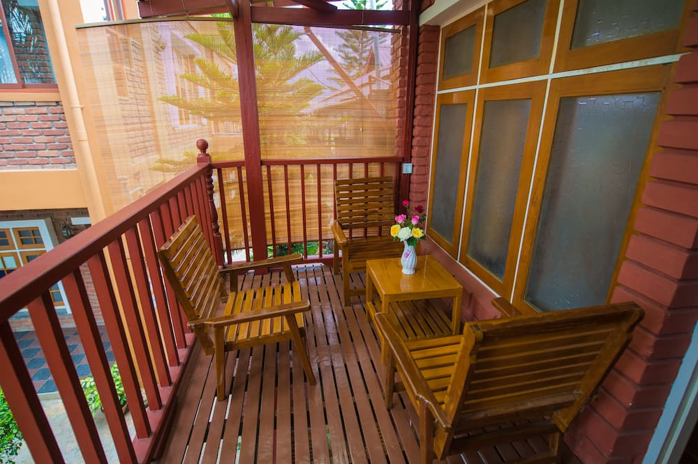 חדר משפחתי לשלושה, 2 חדרי שינה, נוף לגן, פינתי - מרפסת