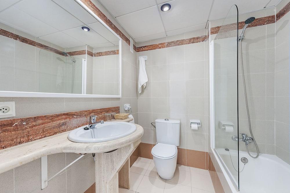 Twin Room, Terrace, Sea View - Bathroom