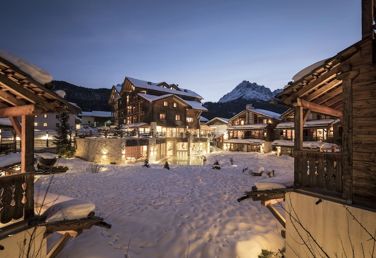 Post Alpina - Family Mountain Chalets, Innichen