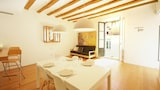 Choose this Apartment in Girona - Online Room Reservations
