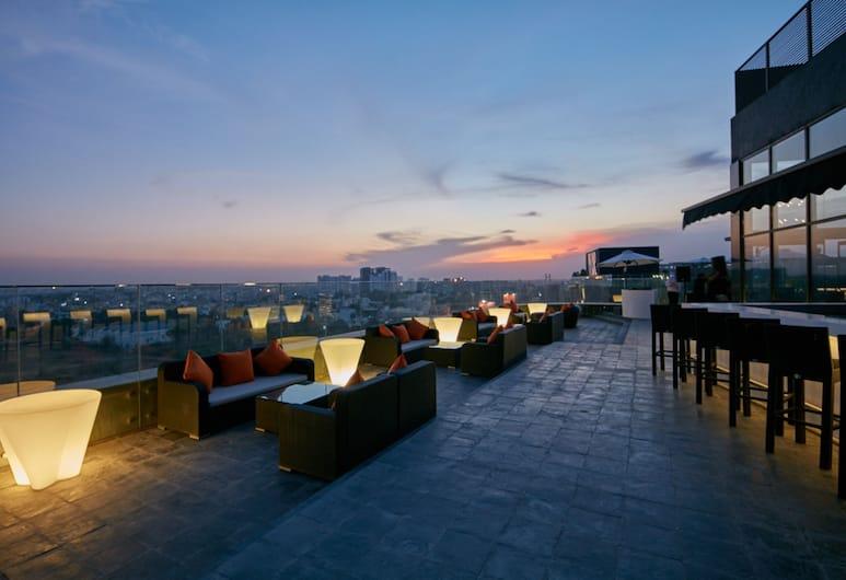 The Waverly Hotel & Residences, Bengaluru, Poolside Bar