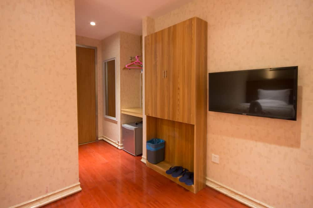 Deluxe Twin Room, No Windows - Living Area