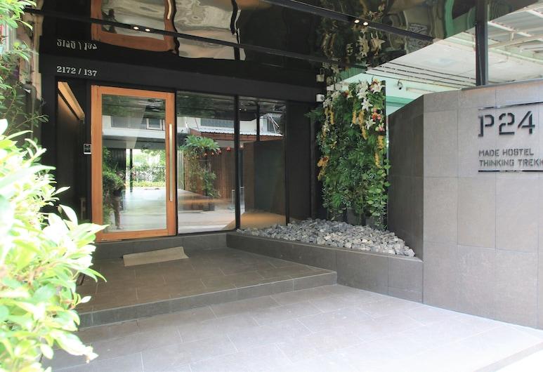 P24@Kaset, Bankokas, Įėjimas į viešbutį