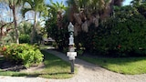 Choose this Cottages in Sanibel - Online Room Reservations