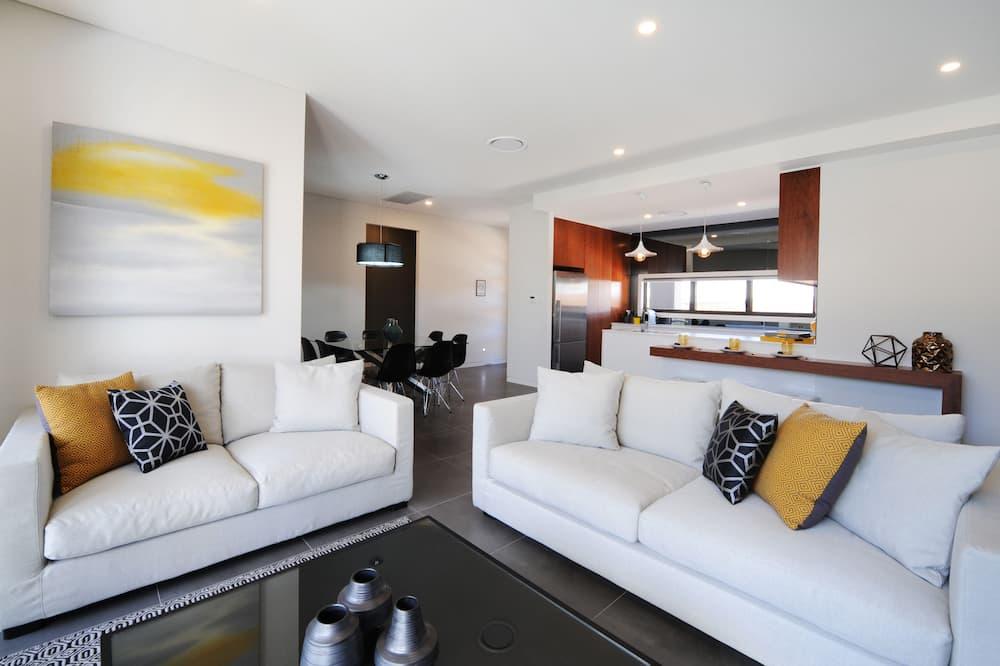 Victoria House - Living Area
