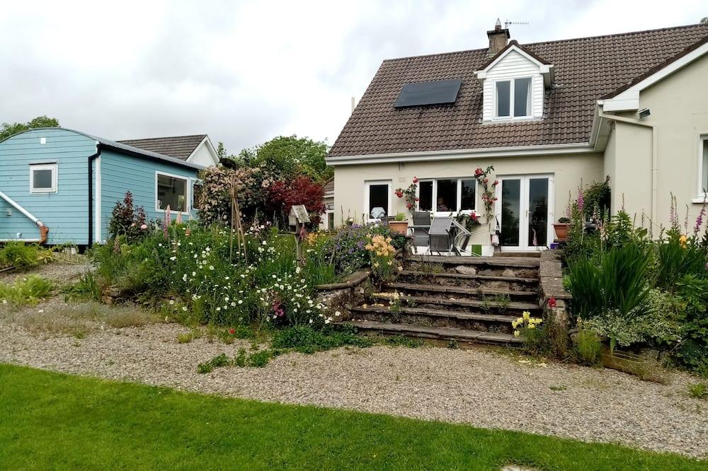 Deluxe Cottage, 1 Bedroom, Garden View, Garden Area - Pemandangan Taman