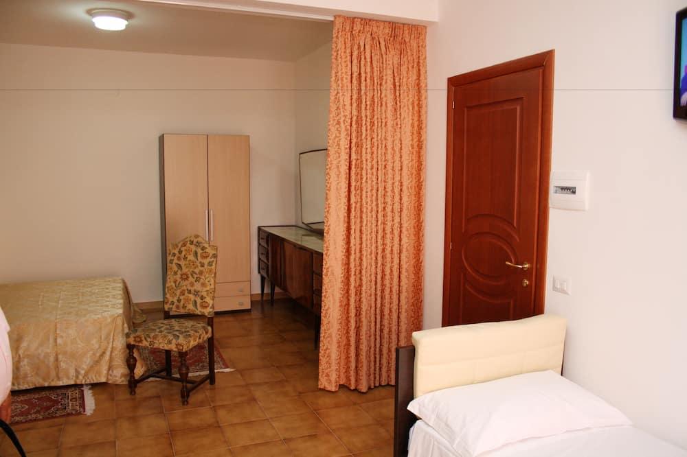 Quadruple Room - Guest Room