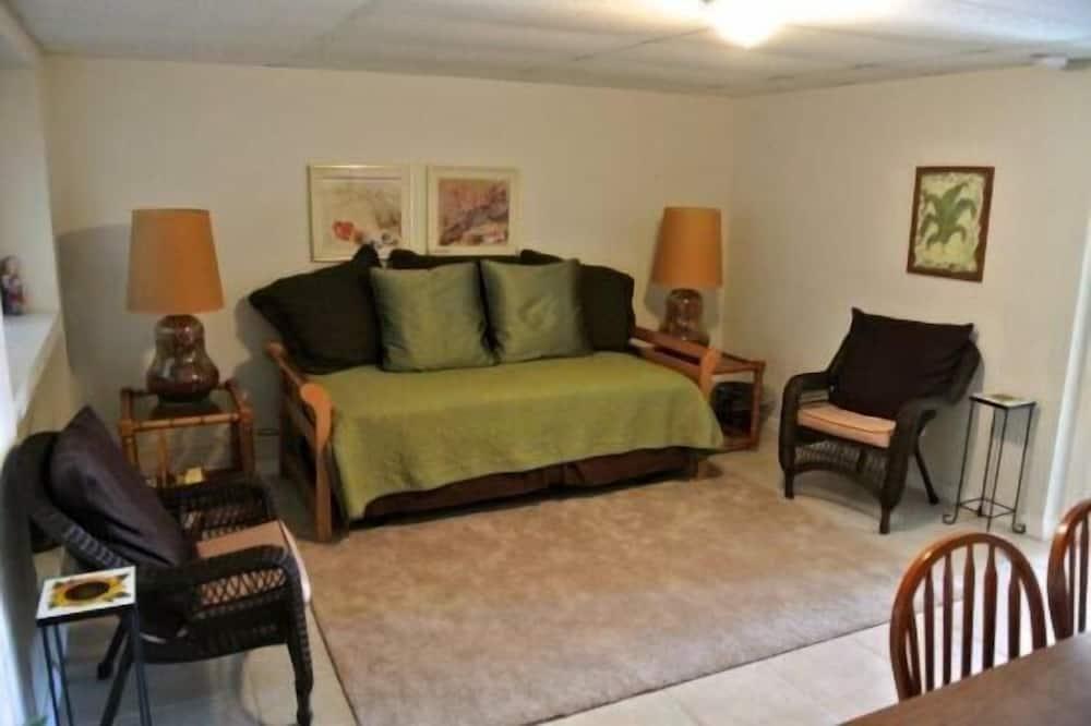 Luxury Apartment, 1 Bedroom, Non Smoking, Beach View - Living Room