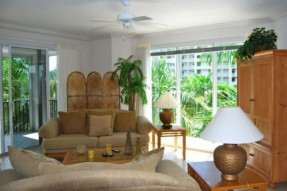 Luxury Apartment, 3 Bedrooms, Non Smoking, Beach View - Living Room