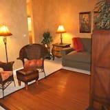 Luxury Apartment, 2 Bedrooms, Non Smoking, Beach View - Living Area
