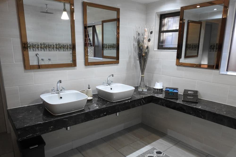 Suite Familiar, 2 Quartos - Casa de banho