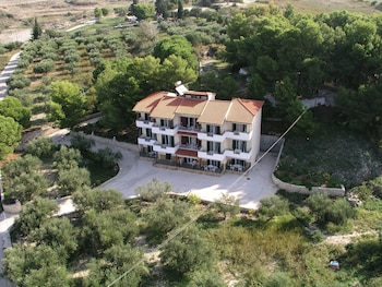 Picture of Almyros Studios & Apartments in Kefalonia