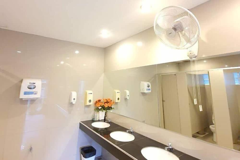ห้องแฟมิลี่ทริปเปิล - ห้องน้ำ