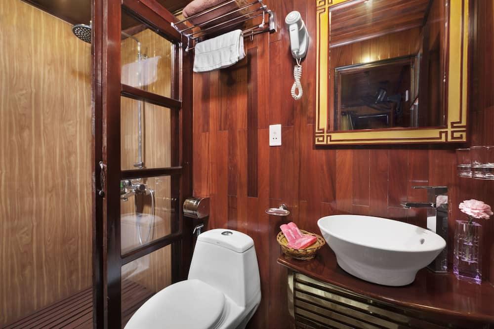 ห้องดีลักซ์ดับเบิลหรือทวิน, เตียงใหญ่ 1 เตียง หรือเตียงเดี่ยว 2 เตียง, วิวทะเล - ห้องน้ำ