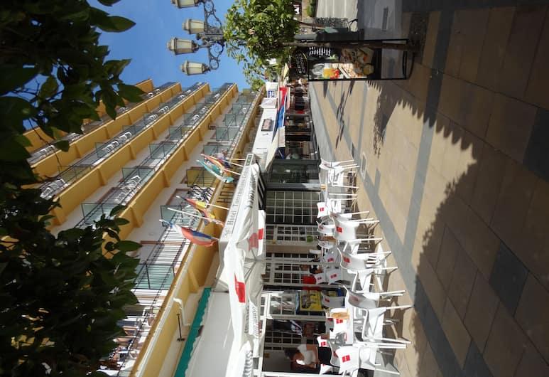 Hotel Torremolinos Centro, Torremolinos, Dinerruimte buiten