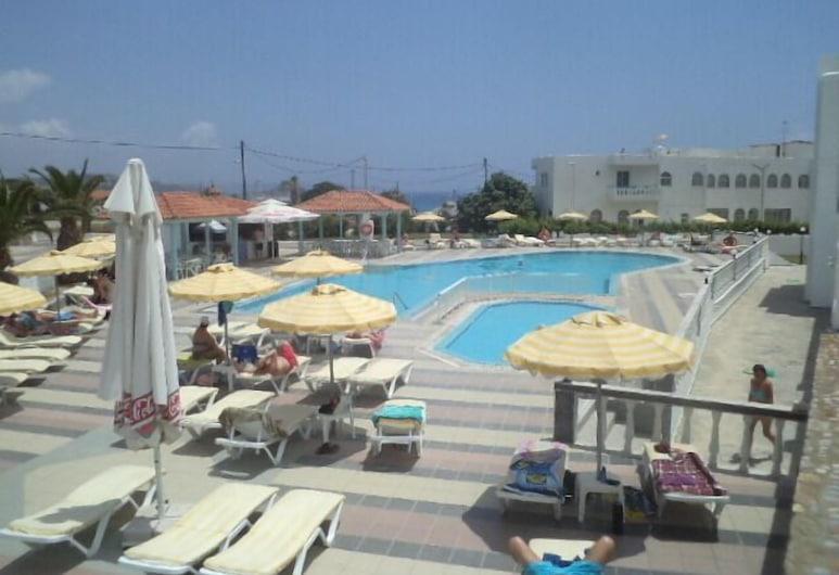 까마리 베이 호텔, 코스, 야외 수영장