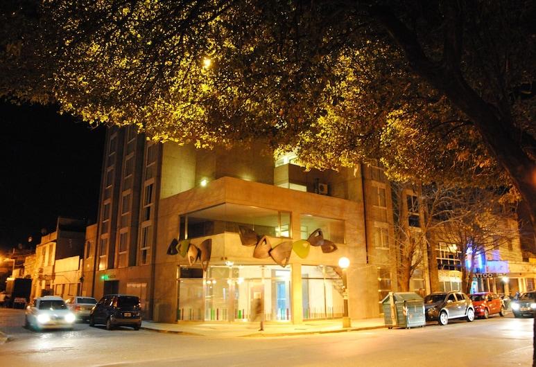 Torre Potosí, Rosario, Fachada do estabelecimento (à noite)