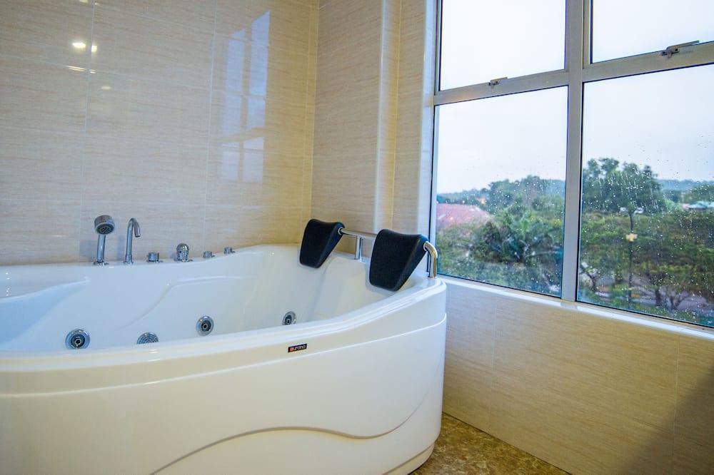 Deluxe Suite - Deep Soaking Bathtub