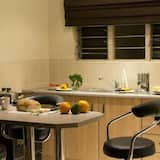 Apartment, 2 Bedrooms, Garden View (air conditioned) - In-Room Dining
