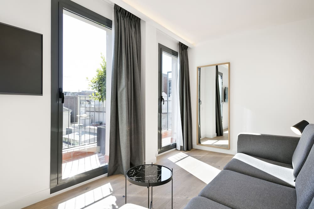 Bright Penthouse, 2 bedrooms, balcony - Stofa