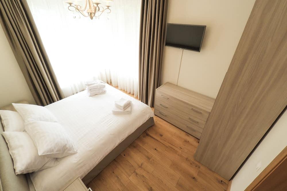 Large Luxury Apartment, 1 Bedroom, Balcony - Room
