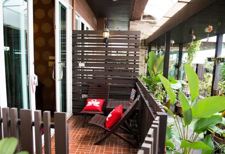 ZEN Rooms Sukhumvit 71, Bangkok, Oriental Suite , Terrace/Patio