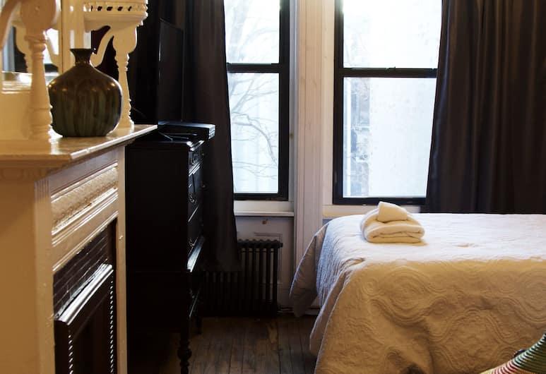 The Melva Inn - Harlem, New York, Standard Double Room, Private Bathroom, Garden View (Zora Neale Hurston), Guest Room