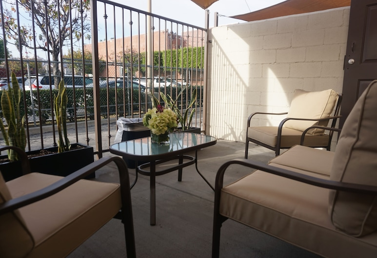Tuscan Garden Inn, Los Angeles, Deluxe Room, 1 King Bed, Terrace/Patio