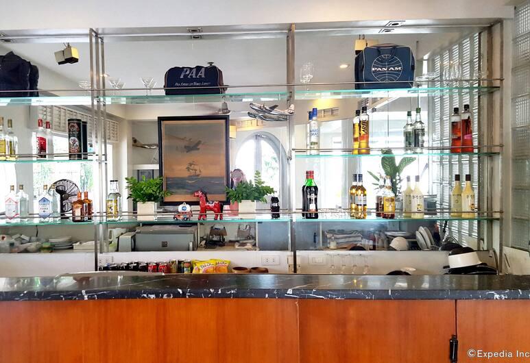 The Clipper Hotel, Makati, Otel Barı