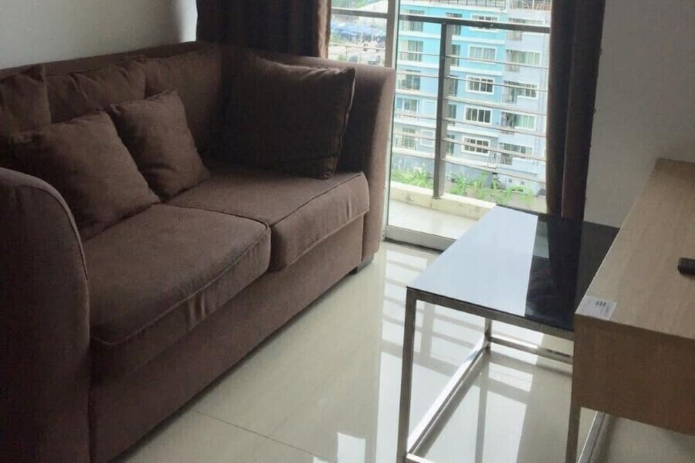 One Bedroom With Kitchenette Apartment - Living Area