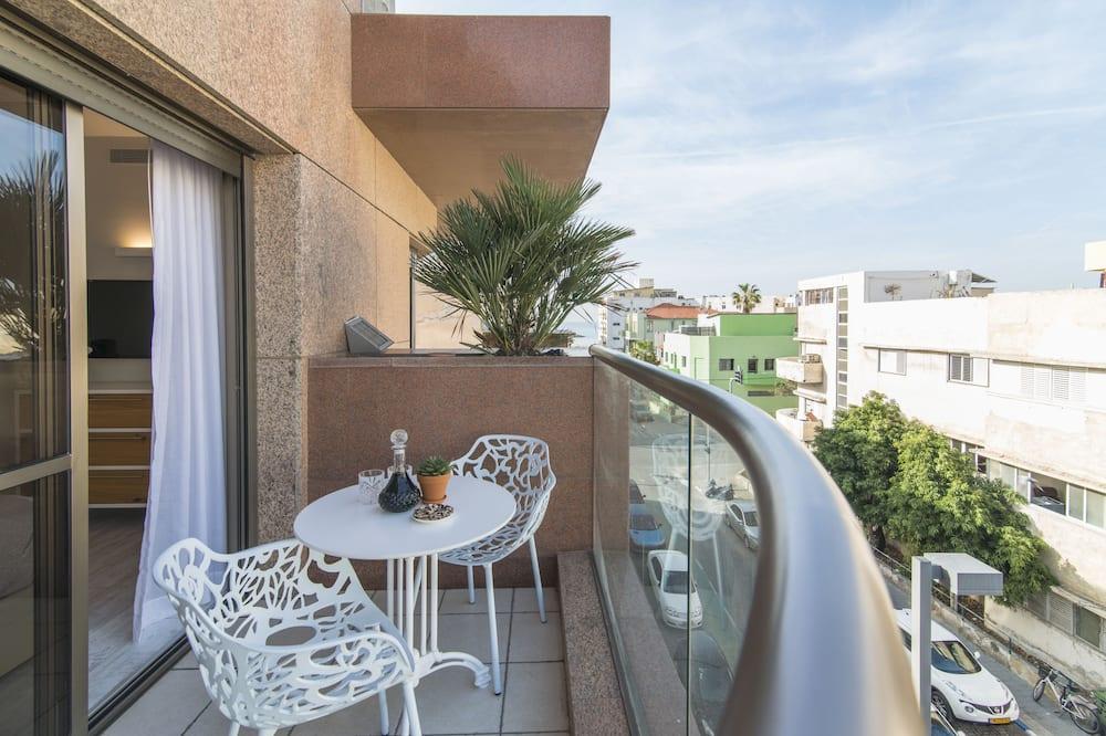 Three Bedroom Apartment with City View - Balkonas