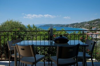 Enter your dates to get the Skiathos hotel deal