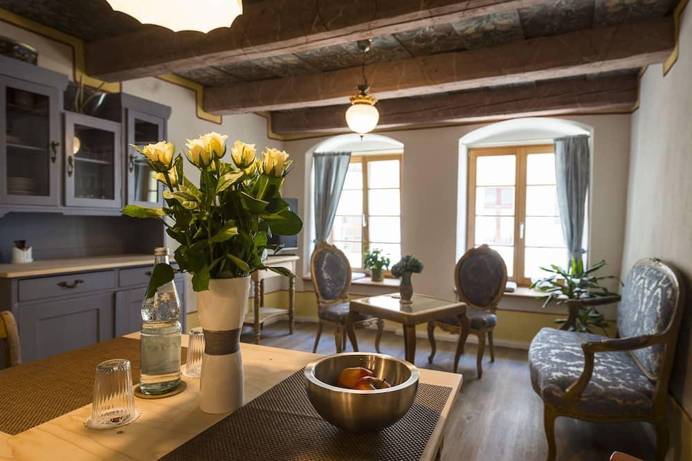 Gallery-Apartment, 1 Schlafzimmer, Küche, Stadtblick - Wohnbereich