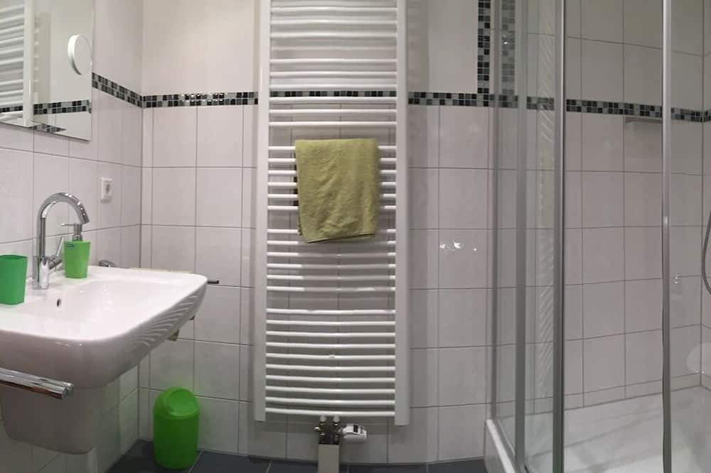 Doppelzimmer, eigenes Bad (Doppel getrennte Betten) - Badezimmer