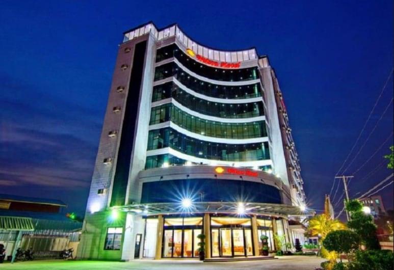 Wilson Hotel, Mandalay, Fassaad õhtul/öösel