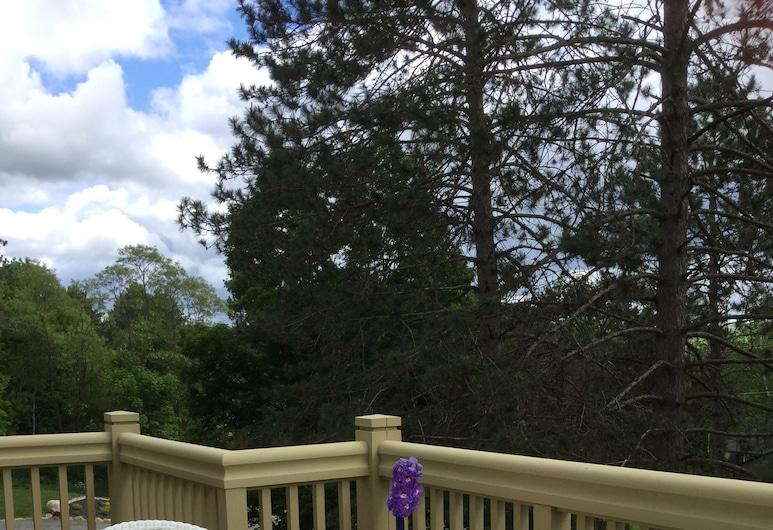 Echo Woods B&B, Huntsville, Superior Room, 1 King Bed, Balcony, Garden View (Whispering Pines), Balcony