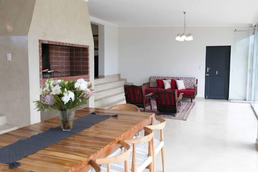 Luxury House, 4 Bedrooms - In-Room Dining
