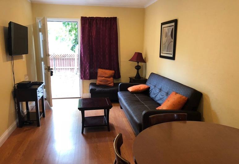 Nice 2 Bedroom in Burbank, Burbank, Ferienhaus, 2Schlafzimmer, Wohnbereich