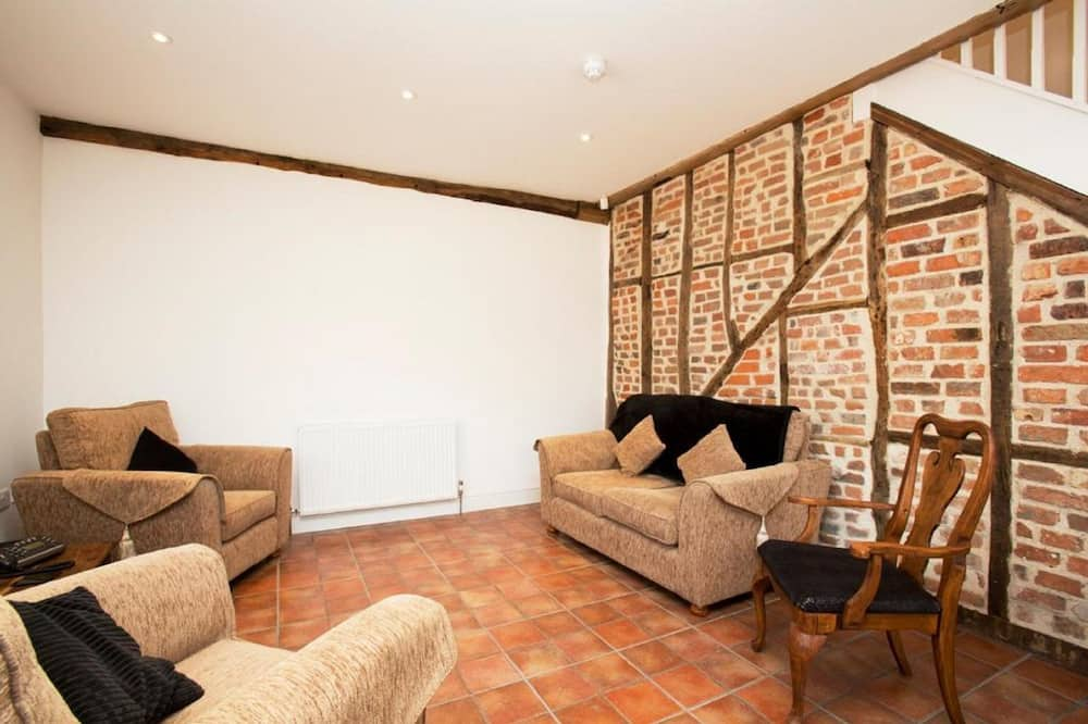 Basic Apartment, 2 Single Beds - Living Area