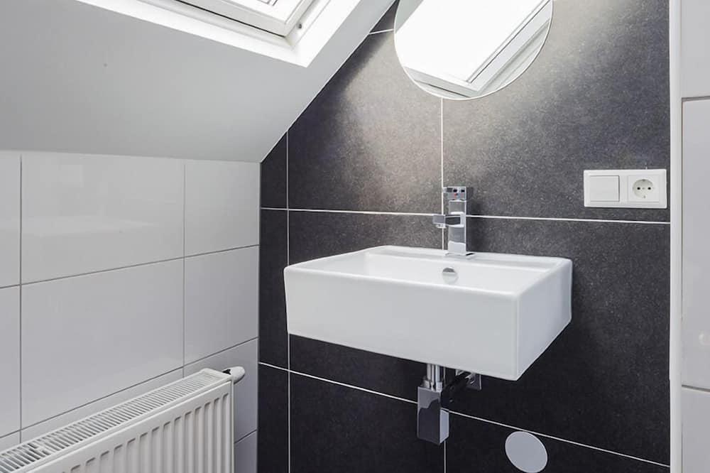 Double Room, Shared Bathroom - Bathroom Sink